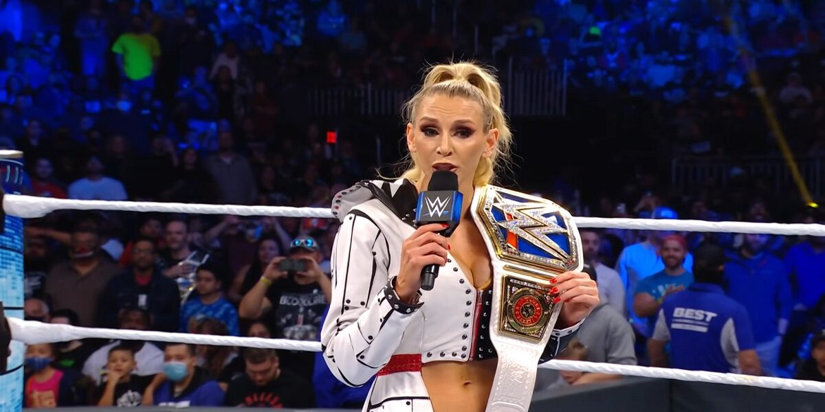 WWE: Charlotte Flair è stata scortata fuori dall'arena dopo quanto successo a Smackdown